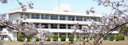鎌足中学校の画像1
