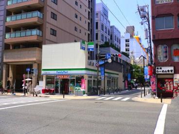 ファミリーマート 東心斎橋一丁目店の画像1