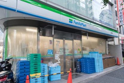 ファミリーマート 北新宿店の画像1
