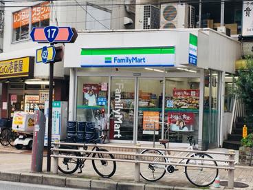ファミリーマート白山五丁目店の画像1