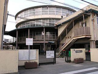 八尾市立曙川中学校の画像1