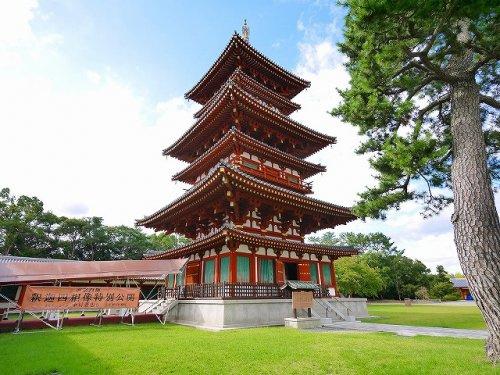 薬師寺西塔の画像