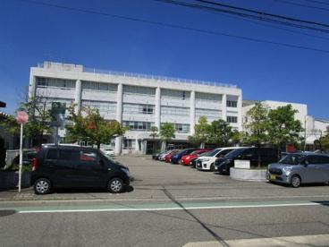 新潟市立小針小学校の画像1