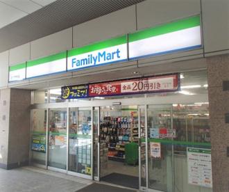 ファミリーマート越谷駅前店の画像1