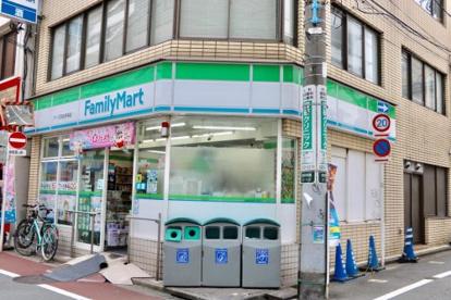 ファミリーマート アイズ高田馬場店の画像1
