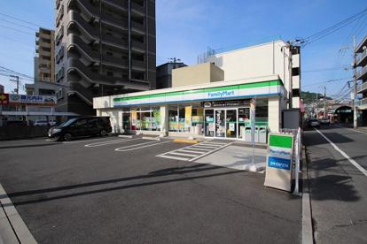 ファミリーマート 東本浦店の画像1