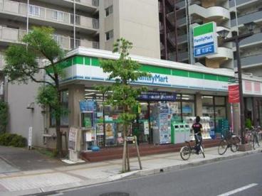 ファミリーマート 本八幡駅南口店の画像1