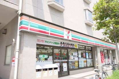 セブンイレブン 千葉幕張本郷店の画像1