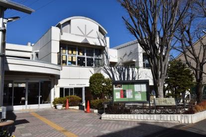 国分寺市立光図書館の画像1