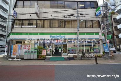 ファミリーマート 新宿御苑駅前店の画像2