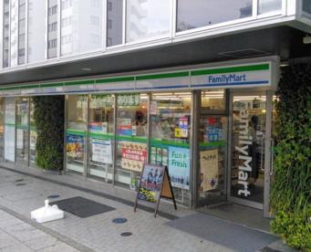 ファミリーマート横浜岡野一丁目店の画像1