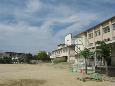 寝屋川市立第六中学校の画像1
