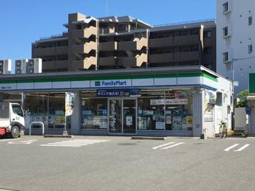 ファミリーマート 福岡原八丁目店の画像1