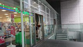 ファミリーマート 西新宿八丁目店の画像1