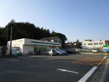 ファミリーマート 市川大野駅前店の画像1
