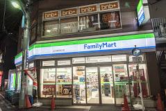 ファミリーマート 大久保駅南口店の画像1