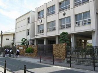 大阪市立新生野中学校の画像1