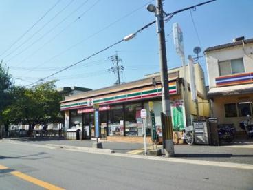 セブン-イレブン 京都向島ニユータウン店の画像1