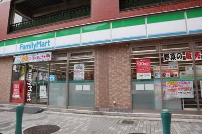 ファミリーマートみなと元町駅前店の画像1