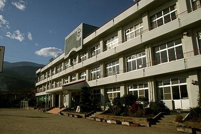 南アルプス市立落合小学校の画像1