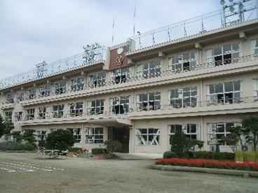 南アルプス市立白根飯野小学校の画像1