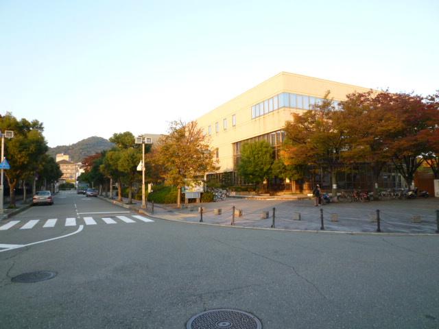 箕面市立中央図書館の画像
