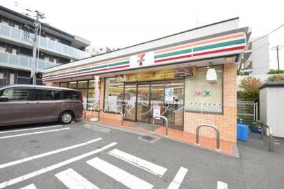 セブンイレブン横浜下倉田町店の画像1
