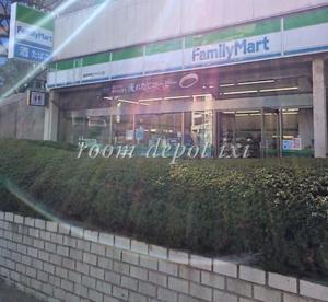 ファミリーマート 新宿損保ジャパン店の画像1