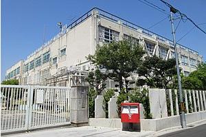 東大阪市立小阪小学校の画像1
