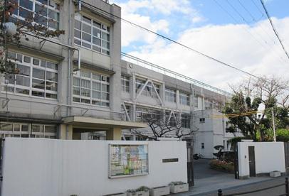 東大阪市立金岡中学校の画像1