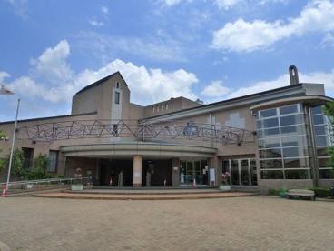 多摩市立聖ヶ丘図書館の画像1