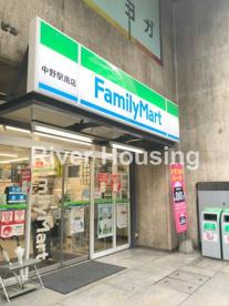 ファミリーマート 中野駅南店の画像1