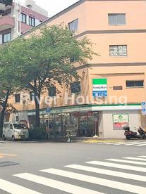 ファミリーマート 中野新井店の画像1
