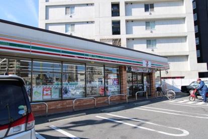 セブンイレブン 名古屋新出来2丁目店の画像1