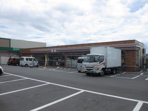 セブンイレブン高槻日吉台口店の画像