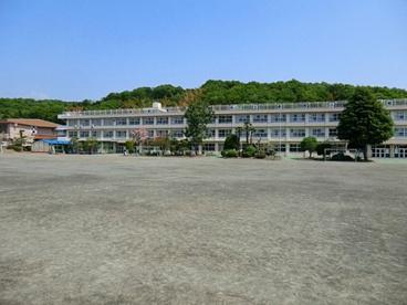 あきる野市立多西小学校の画像1