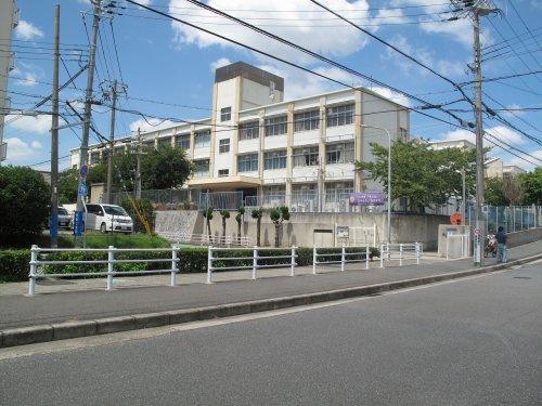 小束山小学校の画像
