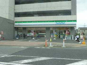 ファミリーマート 鶴川駅西店の画像1