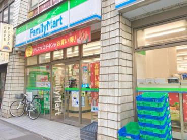 ファミリーマート 新宿通り店の画像1
