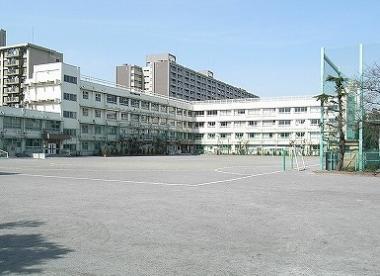 北区立堀船中学校の画像1