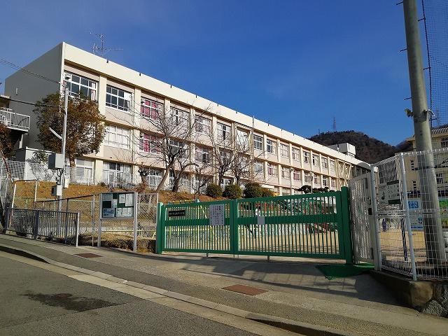 鶴甲小学校の画像