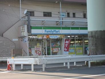ファミリーマート上町駅前店の画像2
