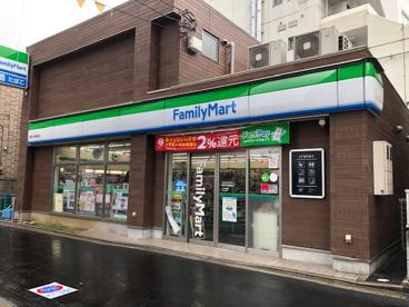 ファミリーマート駒沢大学駅東口店の画像1