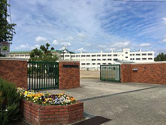 川西市立緑台中学校の画像1