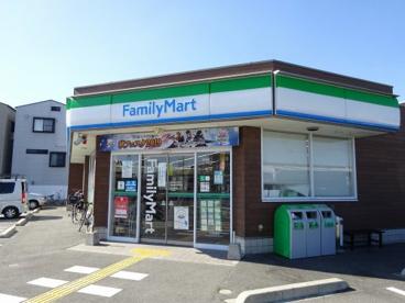 ファミリーマート四條畷中野西店の画像1