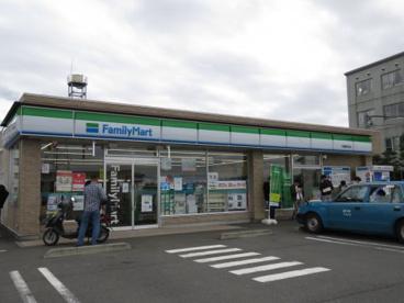 ファミリーマート川越豊田本店の画像1