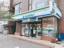 ファミリーマート 世田谷新町3丁目店