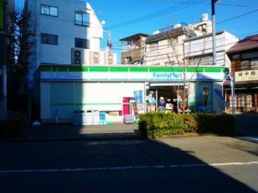 ファミリーマート 世田谷新町店の画像1
