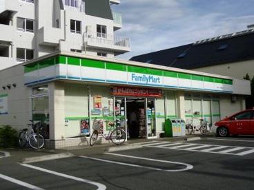 ファミリーマート まるいし祖師谷店の画像1