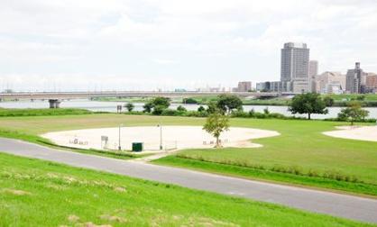 荒川西新井橋緑地の画像1